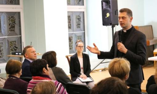 Radviliškio viešojoje bibliotekoje skambėjo kunigo Ričardo Doveikos pamokymai