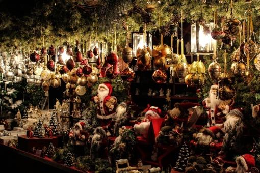 Kalėdoms ruoškimės atsakingai: auksinės taisyklės planuojantiems šventinius pirkinius