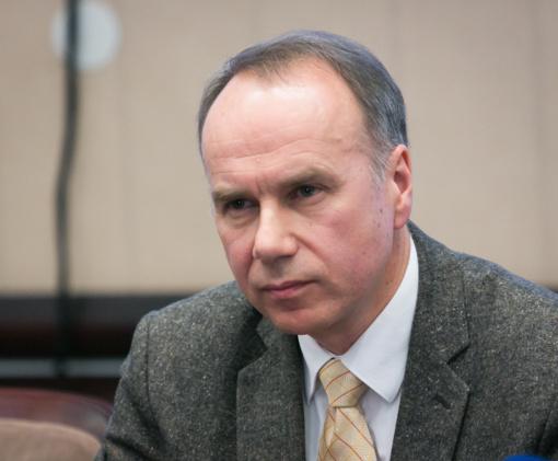 Vilniaus licėjaus direktorius: kirvis tampa neatskiriamu švietimo reformos instrumentu