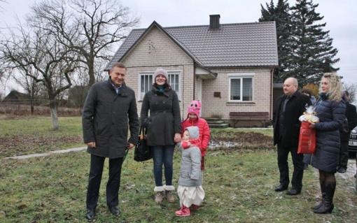 Kalėdų proga šeima gavo neįkainojamą dovaną – naują būstą