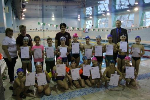 Utenos rajono antrokams įteikti plaukimo pažymėjimai