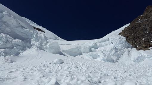 Uzbekistane po lavina žuvo trys snieglentininkai