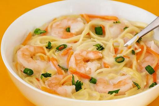 Apsilaižysite pirštus: nuostabaus skonio krevečių sriuba