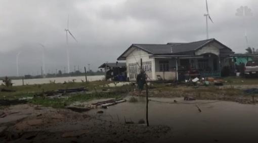 """Tailandą niokoja audra """"Pabuk"""": bijoma, kad tai bus viena galingiausių stichijų (vaizdo medžiaga)"""
