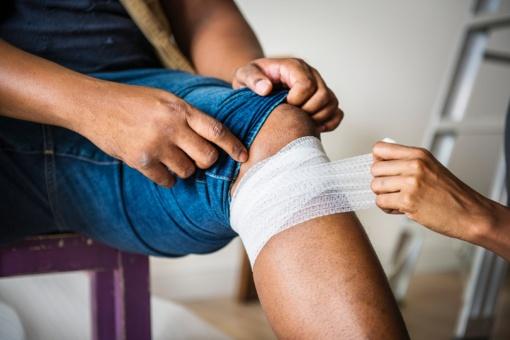 Dažniausios žiemos traumos: kaip suteikti pirmąją pagalbą ir jas gydyti