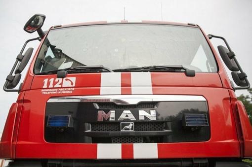 Šiaulių rajone kilo gaisras – dega namas
