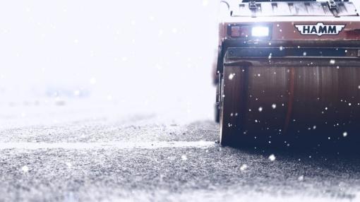 Kelių būklė ir eismo sąlygos: dieną kai kur silpnai pasnigs