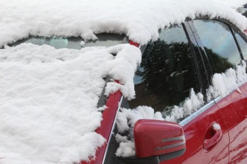 Apsnigtas automobilis kelyje – rizika, kurios neįvertiname