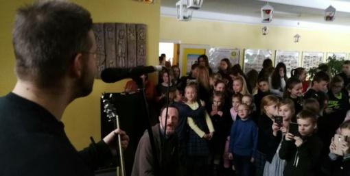 Mokyklos pertraukų tylą roko kūrėjai keičia muzika