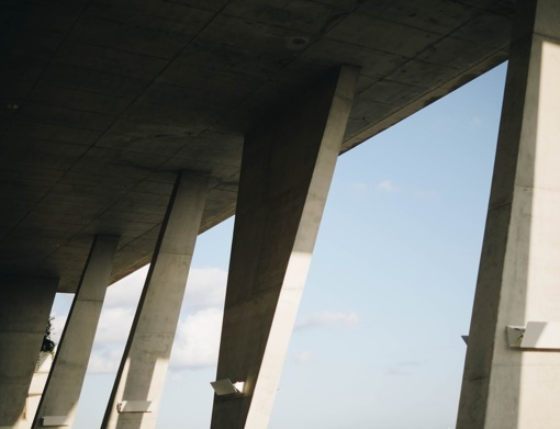 Neblaivus vyro automobilis magistralėje nukrito nuo viaduko