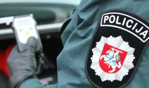 Kelmės rajone nuo kelio nuvažiavo automobilis: vairuotojas tikrintis girtumą atsisakė