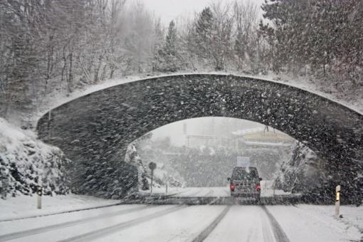Naktį eismo sąlygos bus žiemiškai sudėtingos - snigs ir pustys