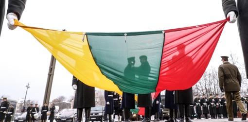 Nepriklausomybės aikštėje pakelta Valstybės vėliava
