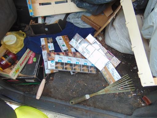 Į Mažeikių turgavietę maisto užsukęs pareigūnas demaskavo kontrabandinių cigarečių prekeivę