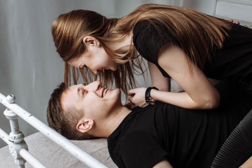 Kaip elgtis jeigu žmona flirtuoja su kitais vyrais?