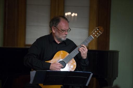 Metai Chaimo Frenkelio viloje prasideda gitaros melodijomis