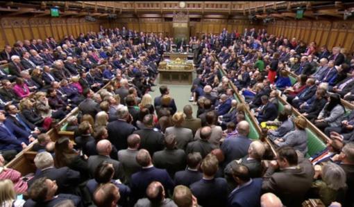 """Didžiosios Britanijos parlamentas atmetė """"Brexit"""" sutartį"""
