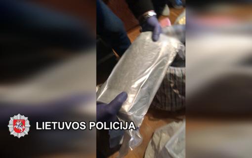 Klaipėdoje sulaikyta organizuota grupė įtariama narkotinių medžiagų kontrabanda ir platinimu (vaizdo įrašas)