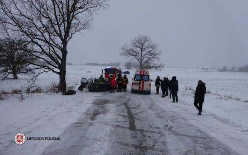 Antradienį susidūrus su vilkiku žuvo garbaus amžiaus vairuotojas
