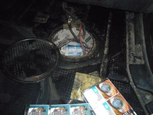 Degalų bake vietoje benzino – 700 pakelių kontrabandinių cigarečių