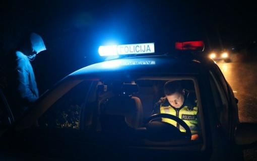 Operatyviai sulaikytas peiliu grasinęs ir pareigūnams bandęs pasipriešinti vyras