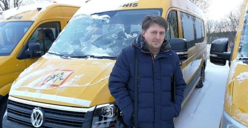 Į Viekšnius atriedėjo naujas geltonas autobusas