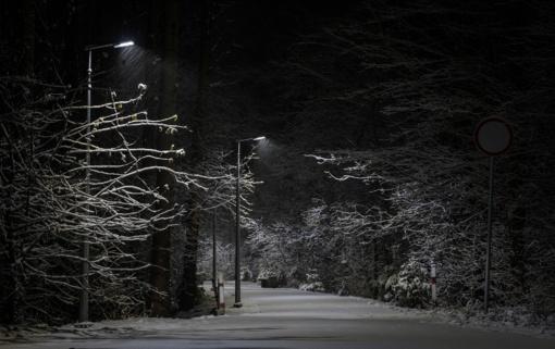 Naktį eismo sąlygas sunkins plikledis ir šlapdriba