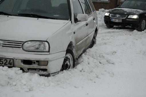 Vienas vairuotojas nuo kelio nuvažiavo dėl slidumos, kitas – dėl girtumo