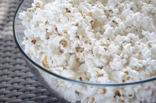 Minime Tarptautinę kukurūzų spragėsių dieną: kino kompanionai gali būti ne tik skanūs, bet ir sveiki