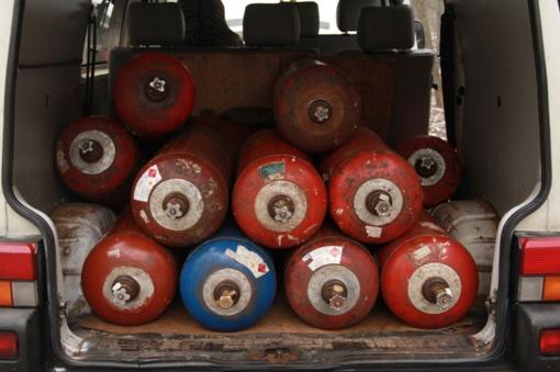 Nelaikykite dujų balionų rūsiuose ir prie šilumos šaltinių