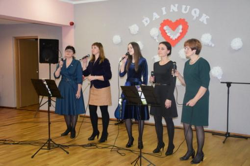 Meras pasveikino vokalinius ansamblius