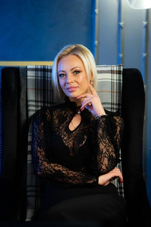 """Garsi atlikėja Mia keičia veiklos pobūdį – prisijungė prie TV laidos """"Prieš srovę"""" kūrybinės grupės"""