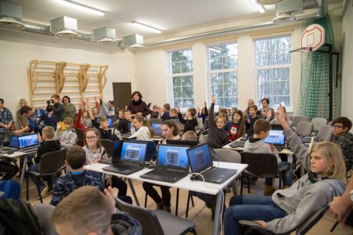 """Ar programavimas gali būti įdomus ir įveikiamas net pradinukams? """"Minecraft Hakatonas"""" renginys vykęs Šiaulių rajone"""