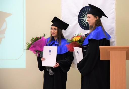 Įteikti pirmieji šių metų diplomai