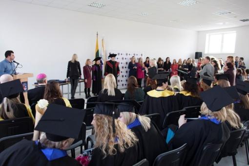 Šiaulių universitete nuvilnijo Diplomų įteikimo šventės