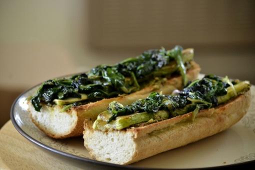 Sveikuoliškas sumuštinis pusryčiams