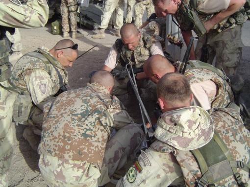 """""""Piranijų"""" krikštas ugnimi: Lietuvos kariuomenės seržanto atsiminimai apie susirėmimą misijos Irake metu"""
