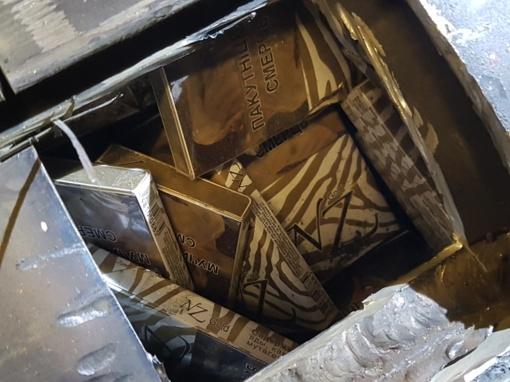 Cigaretes dujų balione slėpusiai moteriai - tūkstantinė bauda ir automobilio konfiskavimas (nuotraukos)