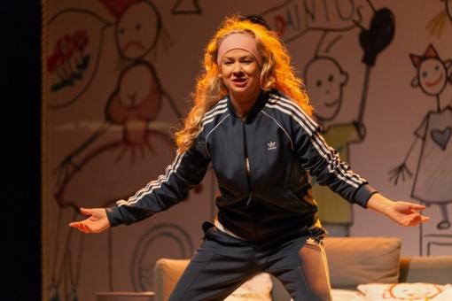 """Į teatro sceną žengia dar viena """"Urvinė mama"""" – aktorė Lina Rastokaitė"""