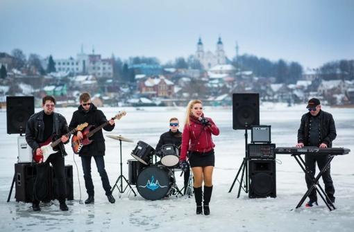 """Violeta Cvirkaitė pristato naują vaizdo klipą ant ežero - """"Chuliganas"""""""