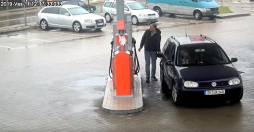 Vyras išvažiavo nesumokėjęs už degalus (vaizdo įrašas)