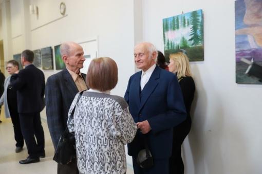 Tapybos darbų parodoje – ir Medeina, ir Gulbių ežeras