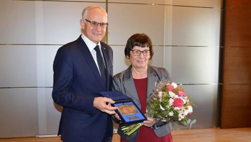 Ministerijoje pagerbta M. Lukšienės mokslo premijos laureatė Ramutė Bruzgelevičienė