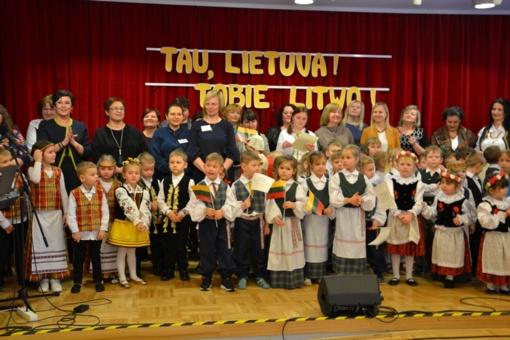 Maišiagaloje – ikimokyklinio ugdymo įstaigų renginys ir parodos atidarymas skirtas Vasario 16-ąjai
