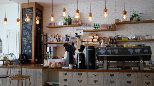 Per metus labiausiai brango viešbučių, kavinių ir restoranų paslaugos