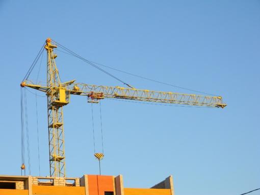 Pernai pirmąjį ketvirtį išduota penktadaliu mažiau leidimų pastatams statyti