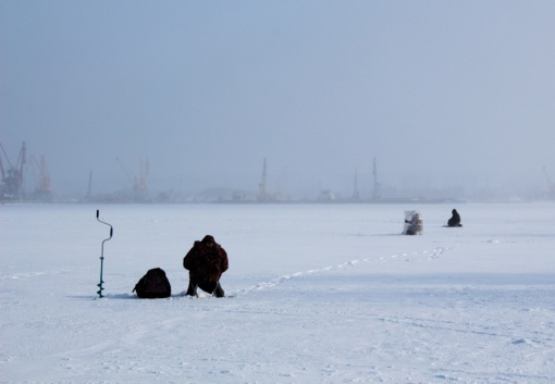 Ugniagesiai gelbėtojai įspėja: savaitgalį ant atodrėkio ledo lipti bus itin pavojinga