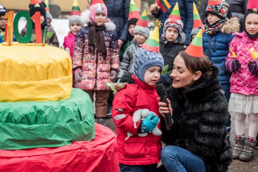 """Lietuvos gimtadienio šventė lopšelyje-darželyje """"Berželis"""" (vaizdo įrašas)"""