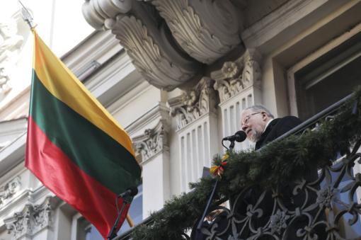 Iš Signatarų namų balkono V. Landsbergis: nevokim, nemeluokim ir nepamirškim brolystės meilės