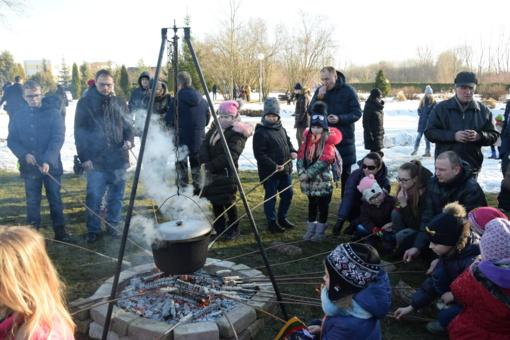 Šiaulių universiteto Botanikos sodas valstybės atkūrimo dieną kvietė švęsti prie skautiško laužo